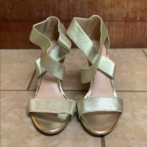 Kelly & Katie golden heels size 6
